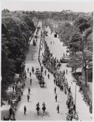 Rijtoer bij het bezoek van de Franse president Rene Coty over het Museumplein