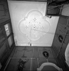 Keizersgracht 584, detail stucplafond en grisailles