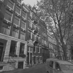 Leidsegracht 70-96 (ged.) vrnl. Op 94 woonhuis uit 1898 van architect H.G IJzerm…