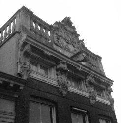 Keizersgracht 77, geveltop met balustrade