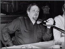 Portret van wethouder Jan Schaefer. Tijdens een discussieavond over woningonteig…