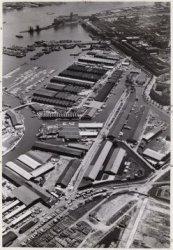 Luchtfoto van de Nieuwe Houthaven (midden links) en omgeving gezien in noordoost…