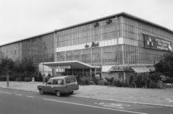 Apollolaan 2-4,  bioscoop du Midi en de zijgevel van de Apollohal, Stadionweg 5