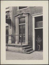 Het ingangsportaal van Nieuwezijds Voorburgwal 310