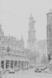 Raadhuisstraat 39-51 en rechts de Westerkerk aan de Westermarkt