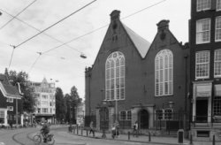Singel 411, Oude Lutherse Kerk op de hoek met het Spui