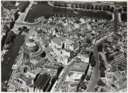 Luchtfoto van de Ronde Lutherse Kerk, Singel 11, gezien in noordelijke richting