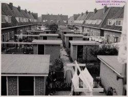 (vanaf Watergangseweg 44) rechts: tussen Avenhornstraat 72-42 en links: Beemster…