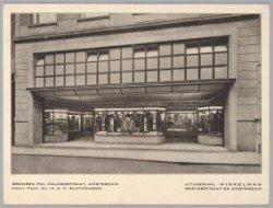 Bronzen winkelpui van Kalverstraat 8, ontworpen door architect D.F. Slothouwer, …