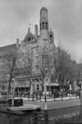 Leidsekade 97, rechts Leidseplein 28, American Hotel, gezien over het water van …