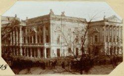 Het Leidseplein, ziende op de uitgebrande Stadsschouwburg - herbouwd-