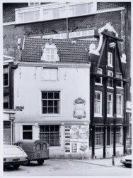 Voorburgwal, Nieuwezijds 3 (rechts)