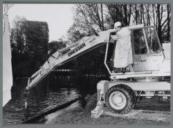 Wethouder Rick ten Have start symbolisch de renovatie van het Oosterpark door he…