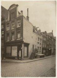 Keizersgracht 314 (ged.)-316 (v.r.n.l.). Rechts Berenstraat 1-11