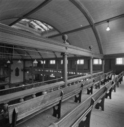 Keizersgracht 102, voormalige Remonstrantse schuilkerk de Rode Hoed, bovenste ga…