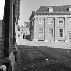 Kalverstraat 92, de binnenplaats van het Amsterdams Historisch Museum met op de …