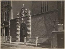 Poort Agnietenkapel, Oudezijds Voorburgwal 231