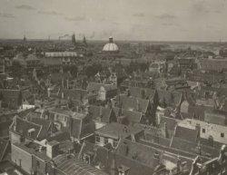 Vogelvluchtopname van de Nieuwezijds Voorburgwal en omgeving tussen de Molsteeg …