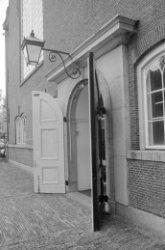 Singel 411, Oude Lutherse Kerk, ingangspartij