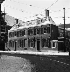 Nieuwe Amstelstraat 2 - 4 v.r.n.l. gezien vanaf het Jonas  Daniël Meijerplein