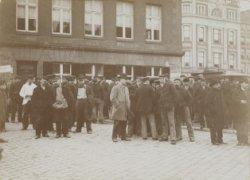 Werknemers hebben zich in de stad verzameld