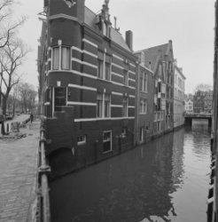 Herengracht 395, de Beulingsloot met de achtergevel van Dubbeleworststeeg 2, gev…