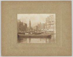 De Binnen Amstel gezien vanaf de Halvemaansbrug naar Muntplein en Munttoren