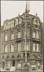 Café De Munt, Muntplein 1  (rechts). Links Amstel 2