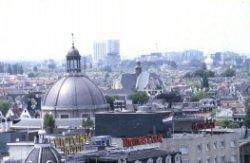 Prins Hendrikkade met op de voorgrond het Victoriahotel
