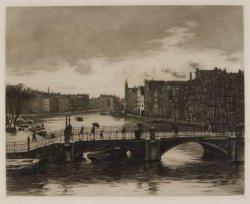 Gezicht op de Binnen-Amstel en de Halvemaansbrug