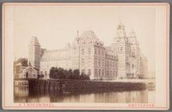 Rijksmuseum kort voor de voltooiing, gezien vanaf de Weteringbarrière
