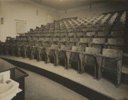 Collegezaal in het Pathologisch Anatomisch Laboratorium van het Wilhelmina Gasth…
