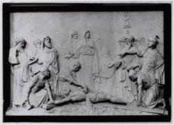Model in gips van de elfde statie van de kruisweg in de Mozes en Aäronkerk, Wate…