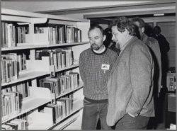 Brink 43-45. Wethouder Jan Schaefer opent de gerenoveerde bibliotheek