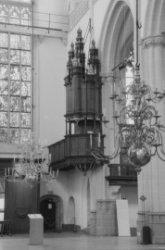 Dam 12, Nieuwe Kerk, interieur met preekstoel