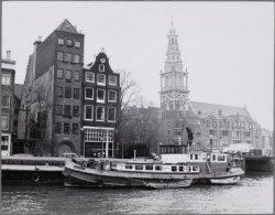 Zwanenburgwal. Gezien naar de Zuiderkerk. Links Zwanenburgwal 32-26 (v.r.n.l.)