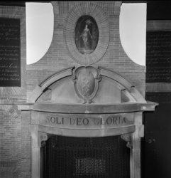 Nieuwmarkt 4, de Waag, detail van een schouw met het wapen van Amsterdam en de t…