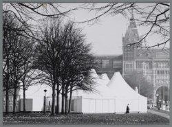 Het 'Van Gogh-Village' op het Museumplein ter gelegenheid van de grote Vincent v…