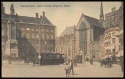 Nieuwe Kerk, Dam 12 met links het Koninklijk Paleis en geheel links Naatje van d…