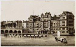 Amstel met Amstel Hotel, Prof. Tulpplein 1 en links de Hogesluis, Brug 246
