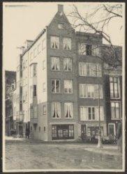 Amstel 256 (ged.)-260 (v.r.n.l.), hoek Kerkstraat 457-461