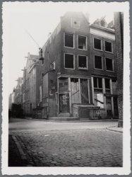 Haarlemmer Houttuinen 169-171. Links Buiten Dommersstraat 2-8. De opname is om n…