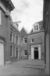Kalverstraat 92, voormalig Burgerweeshuis, Meisjesspeelplaats