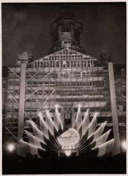 Versiering van het in restauratie zijnde Paleis op de Dam, ter gelegenheid van d…