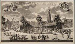 Gezigt van de Koorn-beurs, staande op 't Water by de Oude-brug 't Amsterdam: Geb…