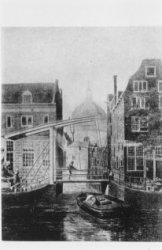 Brug over het Kattengat bij Hekelveld 20 (rechts) en Nieuwezijds Achterburgwal 2…