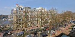 Het Amstel Hotel, Prof. Tulpplein 1, gezien vanaf het dak van het appartementenc…