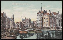 Diverse schepen op de Binnen Amstel met v.l.n.r. de Amstel