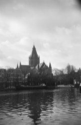 De rooms-katholieke kerk van Sint-Willibrordus buiten de Veste, Amsteldijk 36, g…