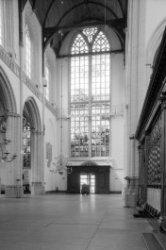 Nieuwezijds Voorburgwal 143, Nieuwe Kerk, interieur gezien naar ingang Gravenstr…
